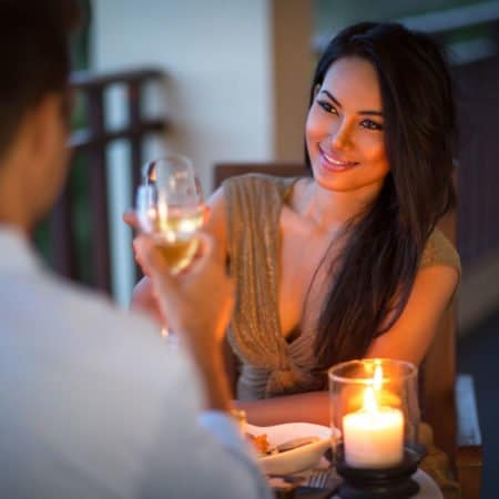 How to Talk To Women and Communicate On A Date